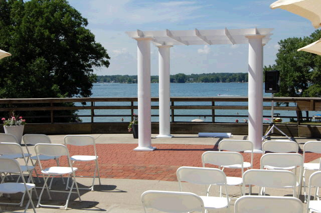 Where to find PERGOLA w 4 WHITE COLUMNS in Ft. Wayne